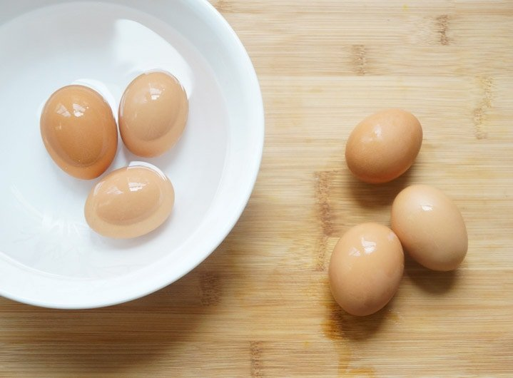 3 Eggs in an ice-bath and 3 on a wooden board