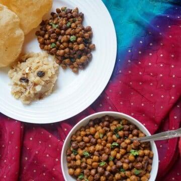 Kala Chana in Instant Pot. Black Chickpeas in Pressure Cooker