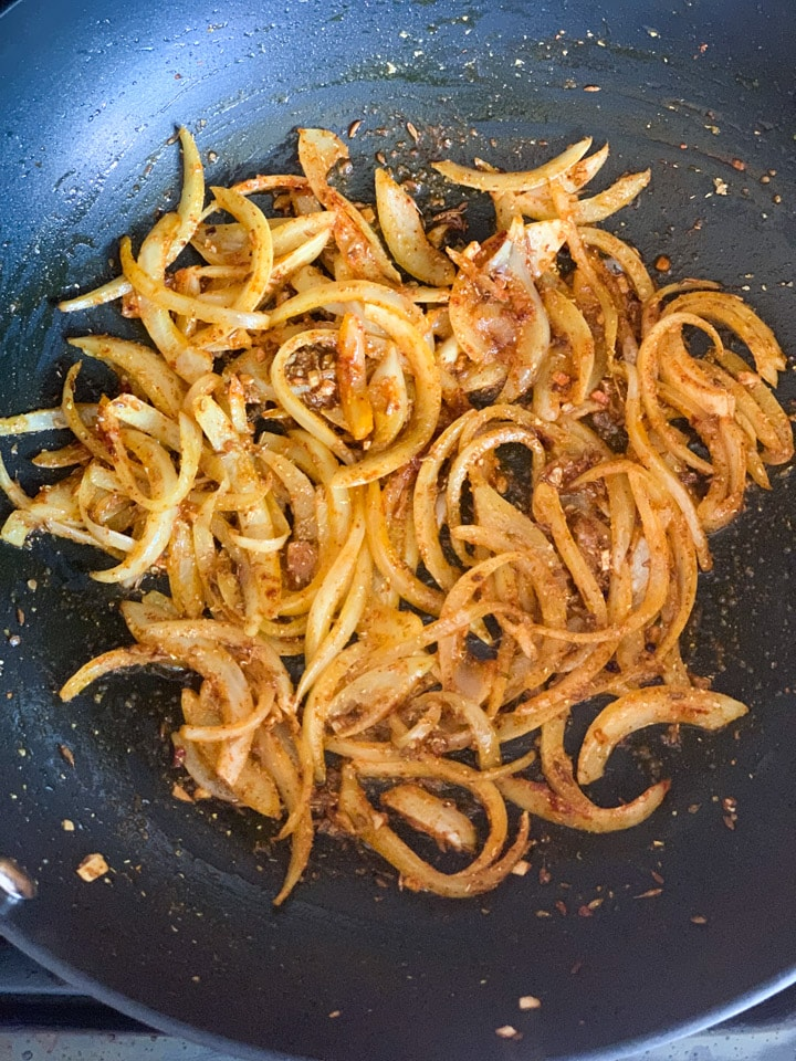 Spiced onions in a pan