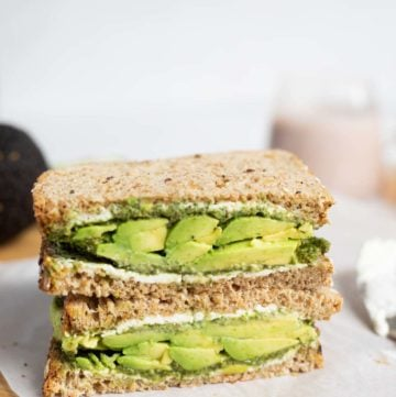 Sandwich with avocado, chutney and cream cheese