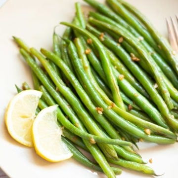 Garlic green beans with lemon on a plate