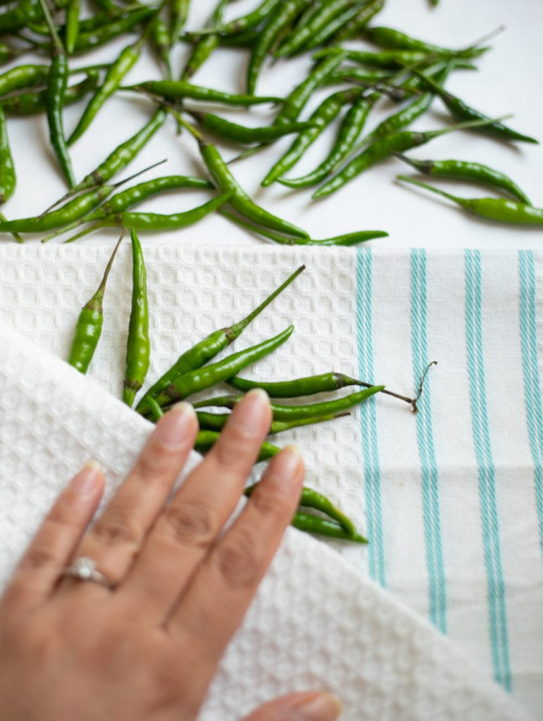 Dry green chili using a kitchen towel