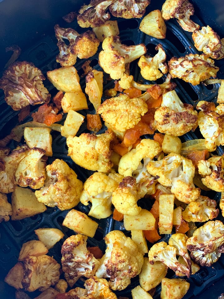 Air Fryer Roasted Turmeric Cauliflower and potatoes (Indian spiced Aloo gobi)